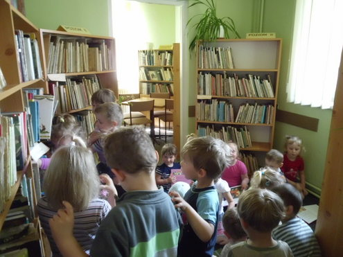 Przedszkolaki w ciseckiej bibliotece
