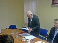 Radny senior prowadzi I sesję