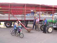 Załadunek ziarna na ciężarówkę