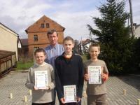 Zwycięska drużyna PSP Łany:stoją od lewej: Dawid Stopa, Mateusz Fielhauer, Patrick Zemelka, opiekun - Alfred Kordula